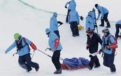 TVRDÝ KONEC NADĚJÍ. Spolufavoritka soutěže snowboardistek v U-rampě Queralt Castelletová ze Španělska se zranila při pádu v tréninku na finále.