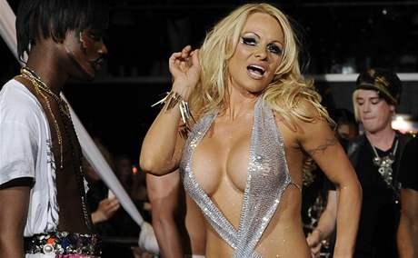 Pamela Andersonová na přehlídce A*MUSE na newyorském týdnu módy