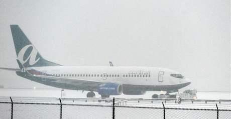 Sníh zasypal už 49 z 50 států USA. Letiště v Atlantě, stát Georgia
