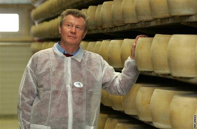 """Litovelská sýrárna Orrero, které šéfuje Augustin Gec (na snímku), vyrobí ročně šest tisíc tun """"parmazánu""""."""