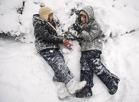 Newyorské děti mají kvůli sněhu prázdniny.