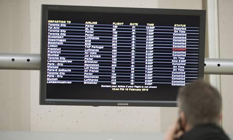 Kvůli sněhu byly zrušeny tisíce letů, mimo jiné z mezinárodního letiště Newark Liberty.