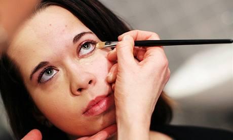 Jak se správně líčit: maskování kruhů pod očima