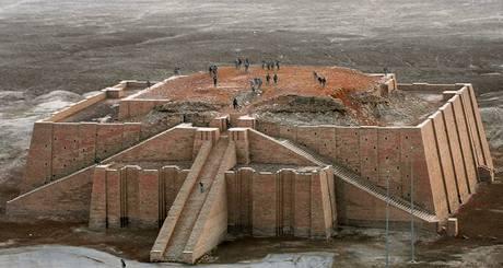 Sumerský chrám Ur v dnešním Iráku.