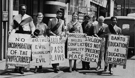 Od šedesátých letech začaly různé organizace aktivně vystupovat proti politice apartheidu