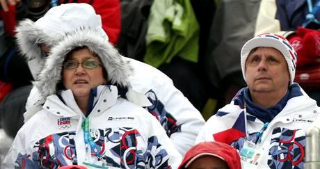 Předseda vlády České republiky Jan Fischer (vpravo) sledoval se svou manželkou závod boulařek.