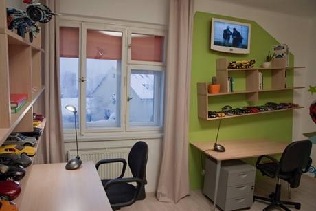 Prostor osvětluje jediné okno, ke kterému je nyní mnohem jednodušší přístup