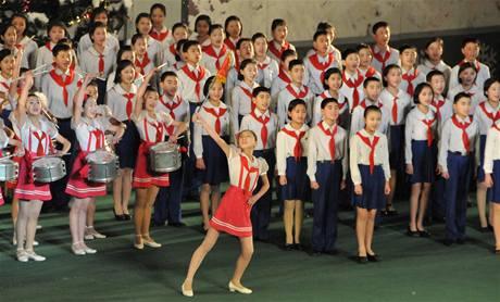 Severokorejci oslavují příchod nového roku a také narozeniny vůdce Kim Čong-ila