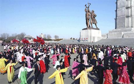 Severokorejci oslavují narozeniny vůdce Kim Čong-ila