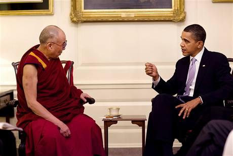 Oficiální fotografie Bílého domu ze setkání Baracka Obamy s dalajlamou (18. února 2010)