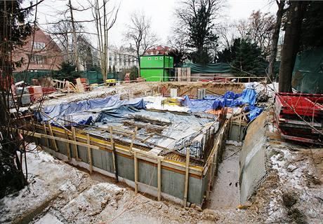 Po vile malíře Svolinského v Praze-Bubenči zůstal jen kráter