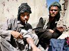 Narkomani v Kábulu. Afghánistán začíná mít pořádný problém i s rostoucím počtem vlastních narkomanů závislých na heroinu.