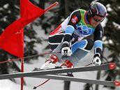 VZHŮRU DOLŮ. Jeden z hlavních favoritů, Nor Aksel Lund Svindal, na trati olympijského závodu.
