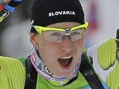 DRUHÁ MEDAILE! Biatlonistka Anastazia Kuzminová se raduje z druhé medaile ve Vancouveru. Po zlaté získala i stříbrnou.