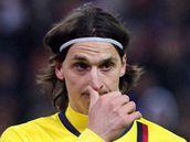 PORAŽENÁ BARCELONA. Útočník Barcelony Zlatan Ibrahimovic je zklamaný z porážky.