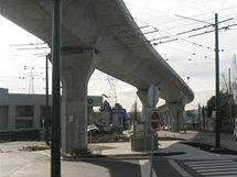 Sky Train - betonové mosty, po nichž vlaky jezdí