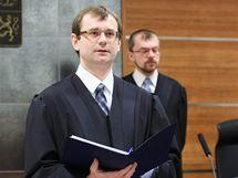 Soudce Nejvyššího správního soudu v Brně Vojtěch Šimíček vynesl verdikt o zrušení Dělnické strany. (17. února 2010)