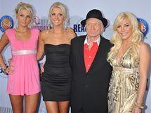 Hugh Hefner, dvojčata Kristina a Karissa Shannonovy a Crystal Harrisová