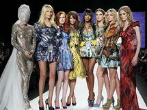 Naomi Campbellová zorganizovala charitativní přehlídku pro Haiti a zároveň jako poctu zesnulému návrháři McQueenovi