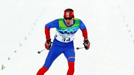 BRONZOV� FINI�. Luk� Bauer dob�h� do c�le z�vodu na 15 km. V z�v�ru dok�zal p�edstihnout �v�da Hellnera a z�skat bronzovou medaili.