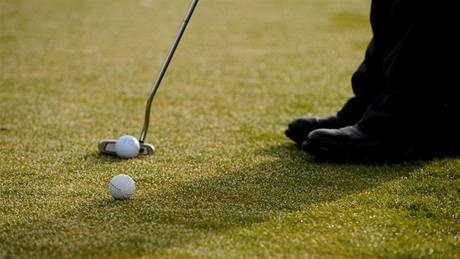 Seriál o golfových pravidlech - míč, překážející v dráze patu.