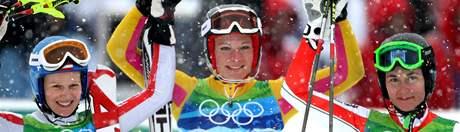 MEDAILISTKY. Tři nejlepší závodnice z olympijského slalomu speciál. Zleva druhá Marlies Schildová z Rakouska, vítězná Němka Maria Rieschová a třetí v pořadí, česká reprezentantka Šárka Záhorbská.