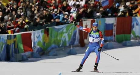 Rus Jevgenij Usťjugov, olympijský vítěz v závodě biatlonistů na 15 kilometrů s hromadným startem.