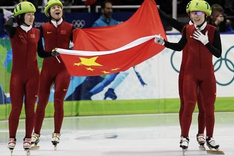 NOVÁ ZIMNÍ VELMOC. Olympiáda se ani nemusí konat v Číně a východní mocnost se prosazuje čím dál víc. Zlaté medaile družstva rychlobruslařek na krátké dráze byla již čtvrtá pro tuto zemi ve Vancouveru.