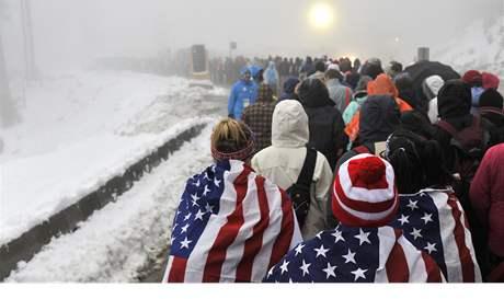 NEJDŘÍV JARO, TEĎ PODZIM. Rozmary počasí kanadských hor poznal areál pro akrobatické lyžování už několikrát. Byla tu obleva, sněžilo. Závod skokanek poznamenala mlha.