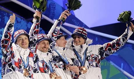 VANCOUVER NENÍ LIBEREC. Zatímco loňský výbuch na mistrovství světa v domácím prostředí označil trenér Miroslav Petrásek za Waterloo, stejní čtyři muži v Kanadě dotáhli český štafetový sen k bronzu.