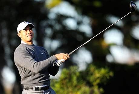 Tiger Woods při tréninku v Orlandu během přestávky v léčení ze sexuální závislosti.