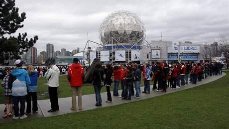 DA SVIDANIJA. Vancouverská olympiáda odeznívá, Soči nastupuje. Prezentace příštího hostitelského města zimních her se nesla ve stínu kritiky ruského premiéra Putina, že sportovci jeho země jsou v Kanadě zklamáním.