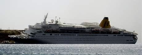 Loď Costa Europa zakotvená v egyptském Šarm aš-Šajchu (26. února 2010)