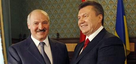 Ukrajinský prezident Viktor Janukovyč s běloruským prezidentem Lukašenkem