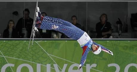 Americký akrobatický skokan Ryan St. Onge v kvalifikaci