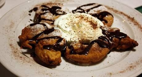 Nadm�rn� dezert bez v�razn� chuti a sw z�plavou n�hra�ek.