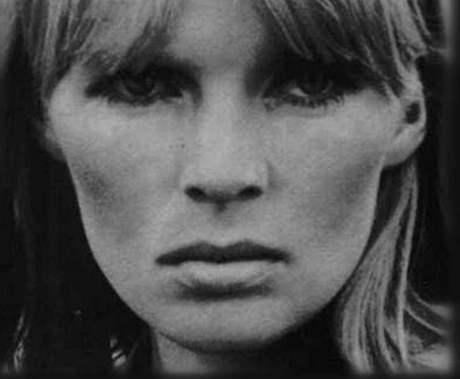 Slavná zpěvačka Nico vystoupila v říjnu 1985 na neoficiálním koncertu v Brně. Za normalizace šlo o výjimečnou a velmi významnou událost za zády tehdejšího režimu.