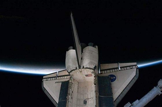 Raketoplán Endeavour krátce po oddělení od Mezinárodní vesmírné stanice