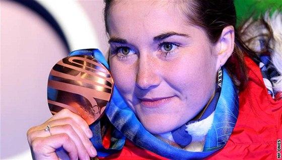 ... a s bronzovou olympijskou medailí ze zimních olympijských her ve Vancouveru.