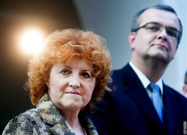 Vlasta Parkanová a Miroslav Kalousek na tiskové konferenci strany TOP 09 ke kauze nákupu obrn�ných voz� Pandur. (25. února 2010)