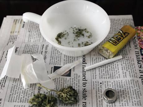 Hippies po 40 letech - noviny a trocha marihuany