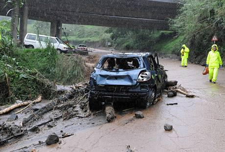 Záplavy a sesuvy půdy si na Madeiře vyžádaly desítky obětí (20. února 2010)