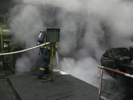 Požár oleje pod kovacím strojem v kladenské huti (19.2.2010)