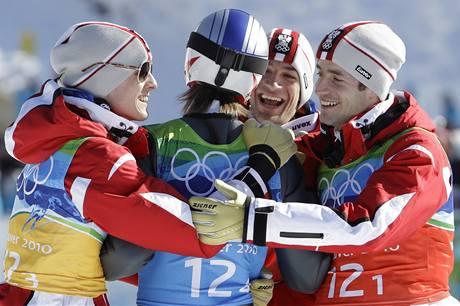 Rakouští skokané na lyžích se radují z triumfu v soutěži družstev