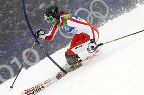 Česká lyžařka Šárka Záhrobská si jede pro bronzovou olympijskou medaili ve slalomu speciál.