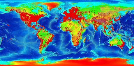 Couchsurfing ve světě: červené body označují zaregistrované uživatele