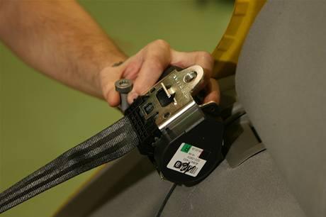 Po každém nárazu se montuje nový bezpečnostní pás.