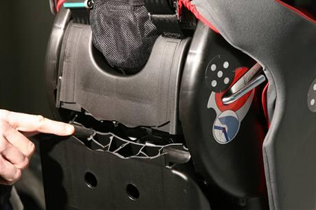 Zlomená konstrukce vrchní části sedačky Chicco Key 1.