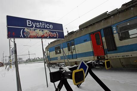 Poničené nápisy. Na nádraží v Bystřici si dal někdo tu práci, že přemaloval většinu česko-polských nápisů.