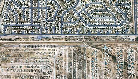 Hřbitov letadel americké armády u města Tucson v Arizoně.